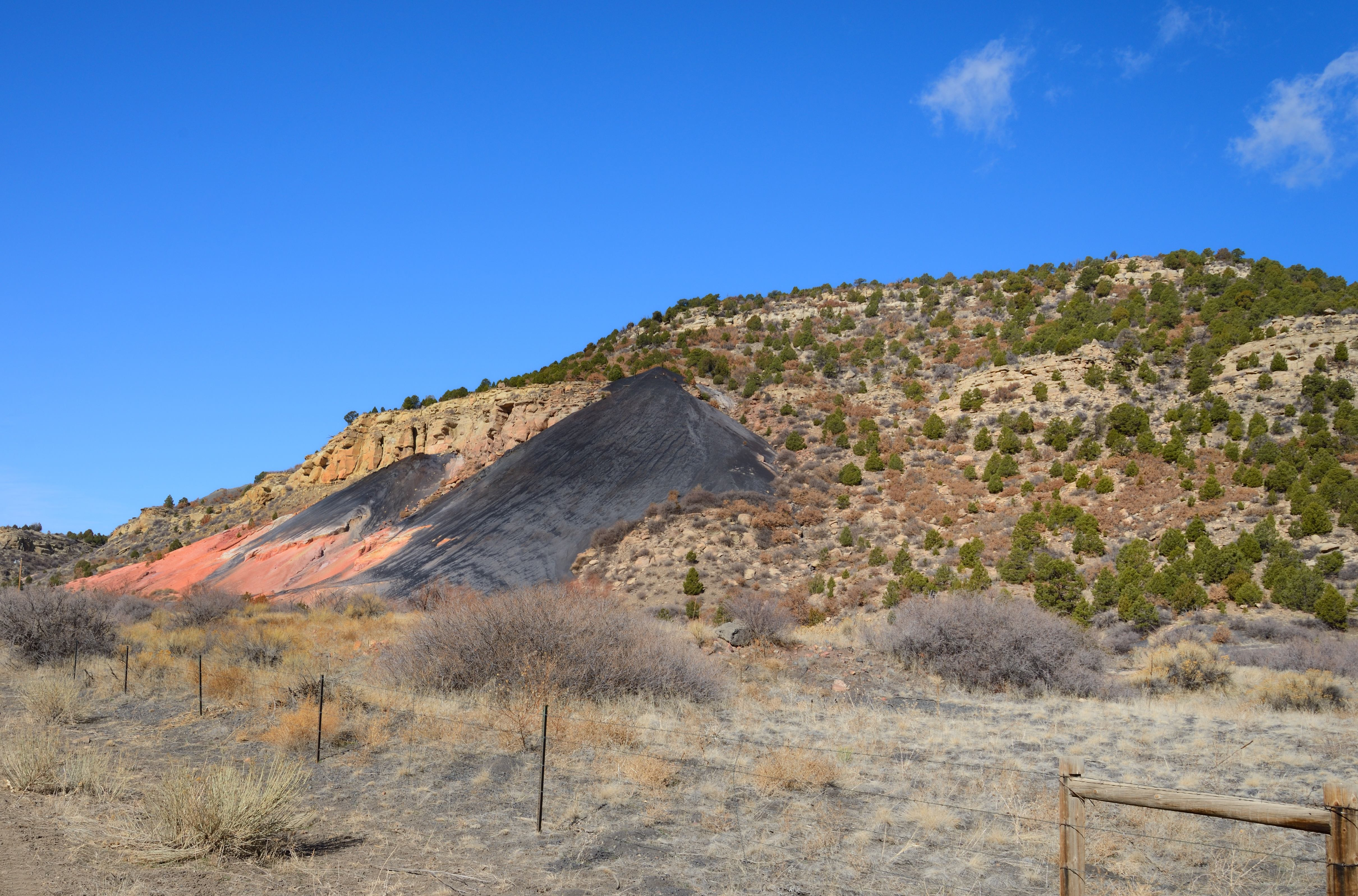 Coal Slag Rock : Rock focus helping outcrops tell stories